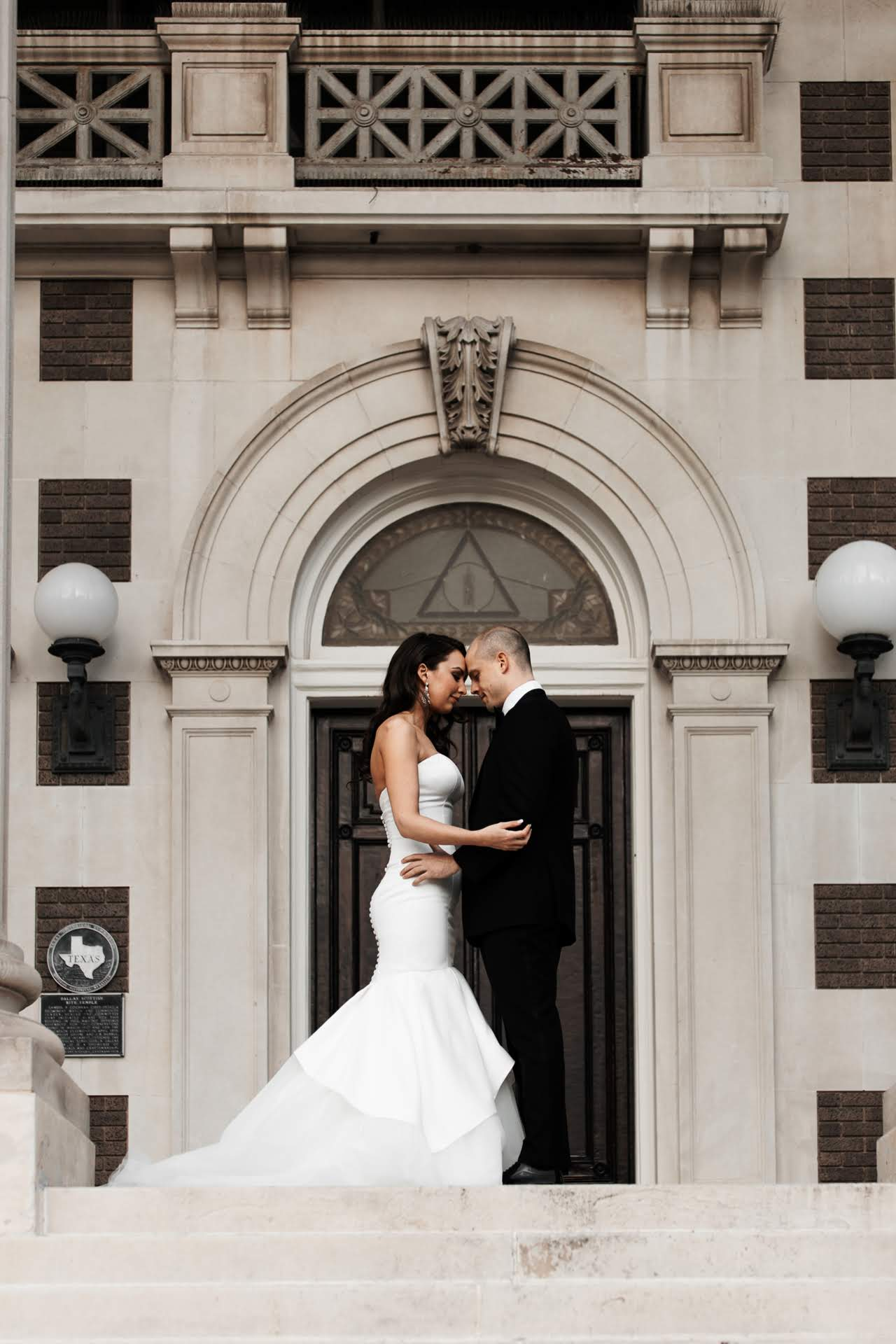 NEED TO DOWNSIZE YOUR WEDDING? HERE ARE 4 OPTIONS